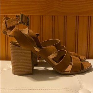 Universal Threads Etta Heels